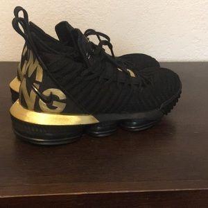 Nike lebron 16 is king color way (custom)
